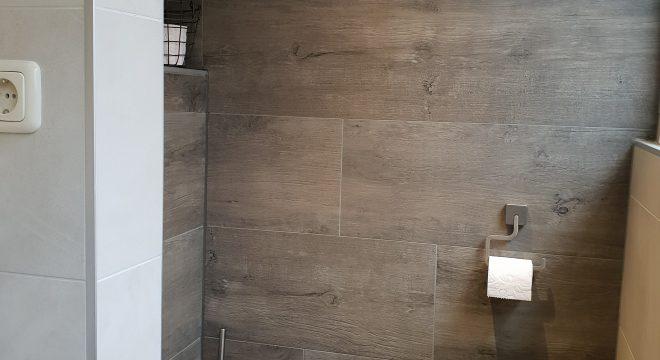 Badkamer met toilet in Augustinusga