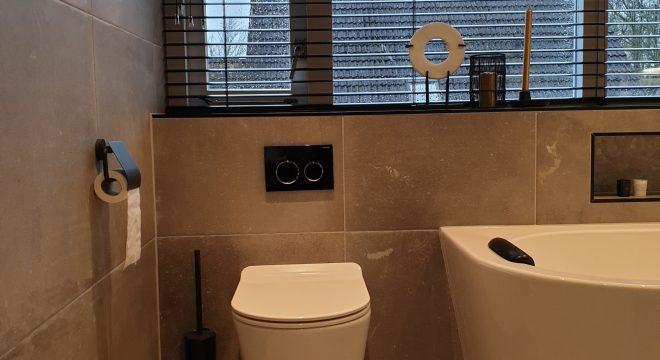 Hangend toilet in badkamer